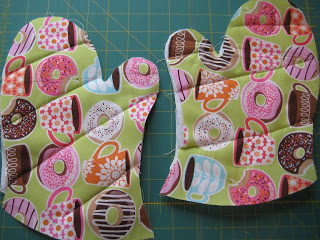 Easy Oven Mitts Tutorial - Quilting Tutorials and Fabric Creations - Quilting in the Rain